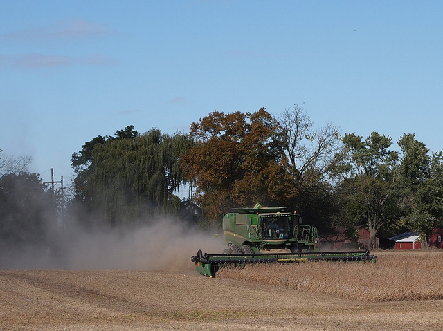 michigan-soybean-harvest